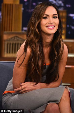 Photo of Megan Fox beats Jimmy Fallon in a round of Pictionary