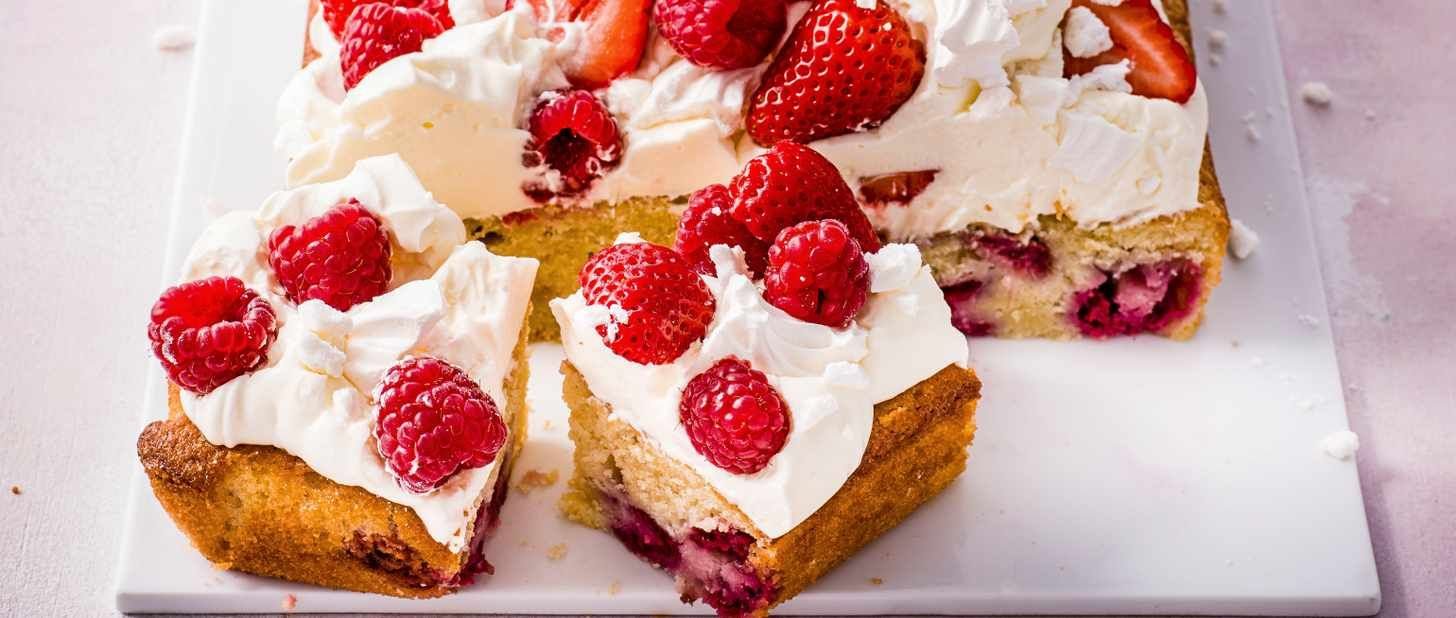 Eton mess traybake Recipe in 2020 Strawberry shortcake