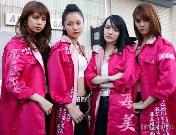 【モデルプレス】女優の小島藤子が、レディース総長に扮する迫力のビジュアルが公開された。