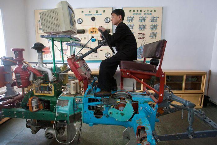 Extraña amilia extranjera - C0rea del Norte tiene un simulador de tractor