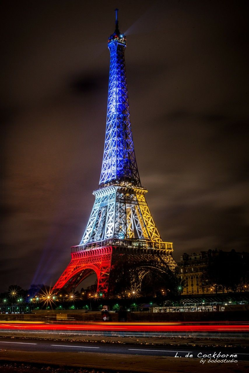 - Eiffel Tower Lit Up In France Colors. (With Images) Tour Eiffel