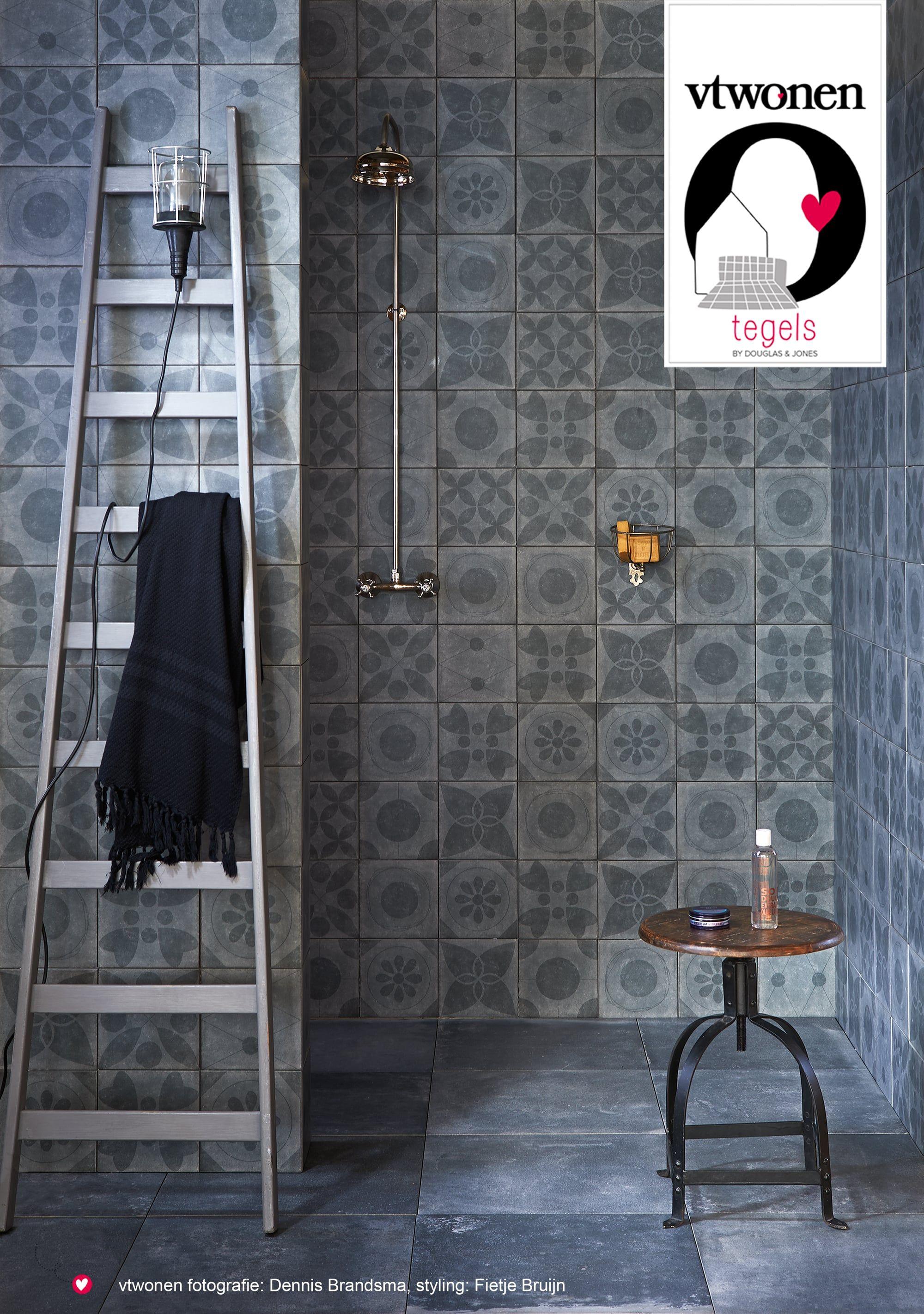 vtwonen tegels Neo Noir met decors in badkamer   Badkamer inspiratie ...