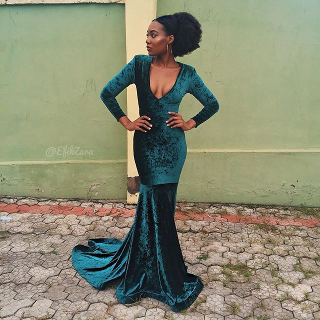 Sporting my #NaturalHair low puff with a gorgeous velvet dress by my designer, @mimmy.yeboah at #cocolex2016!! Had so much fun with my people... ❤️... #BlackGirlMagic☄✨