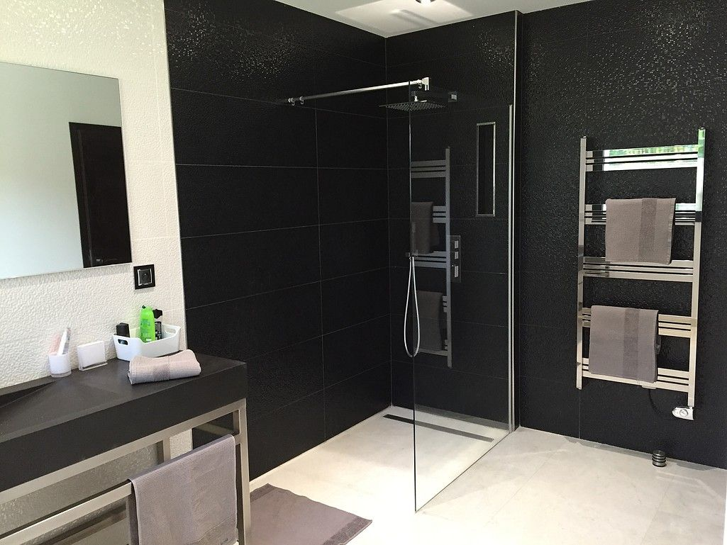 Salle de bain bathroom salle de bain black and white for Meuble salle de bain porcelanosa