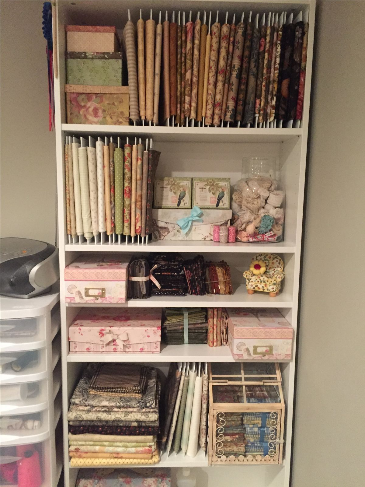 quilt fabric storage ikea billy bookcase and corrugated plastic rh pinterest at
