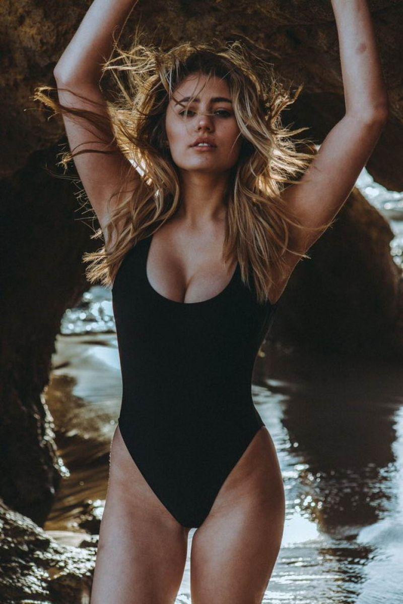 52e33ed86da USA Fashion   Music News: LIA MARIE JOHNSON in Swimsuit on the Set ...