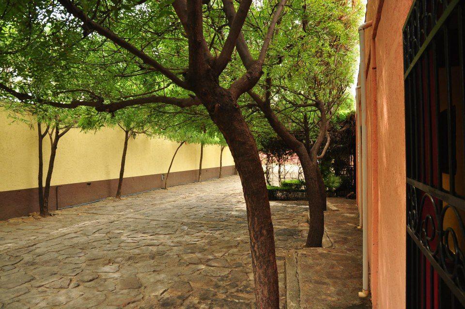 En Narhuaca cuentas con un amplio estacionamiento con vigilancia privada para tu comodidad y tranquilidad