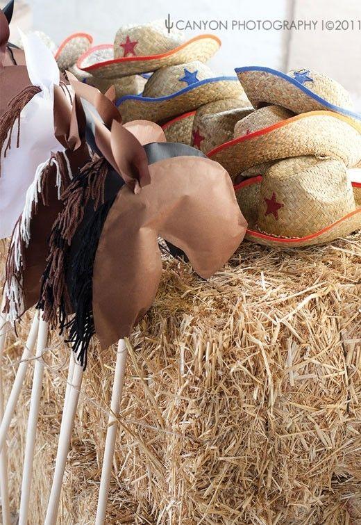 I love this farm/cowboy(girl) themed birthday party!