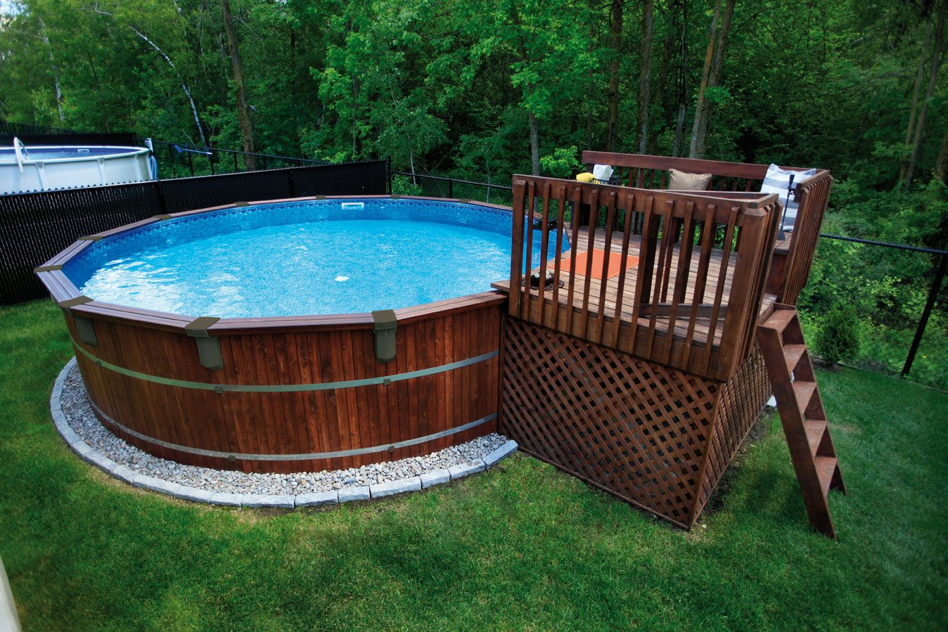 Faites De Votre Piscine L Element Decoratif Central De Votre Cour Avec La Trevi Frontenac De La Serie Nature Backyard Pool Designs Diy Decor Backyard Pool