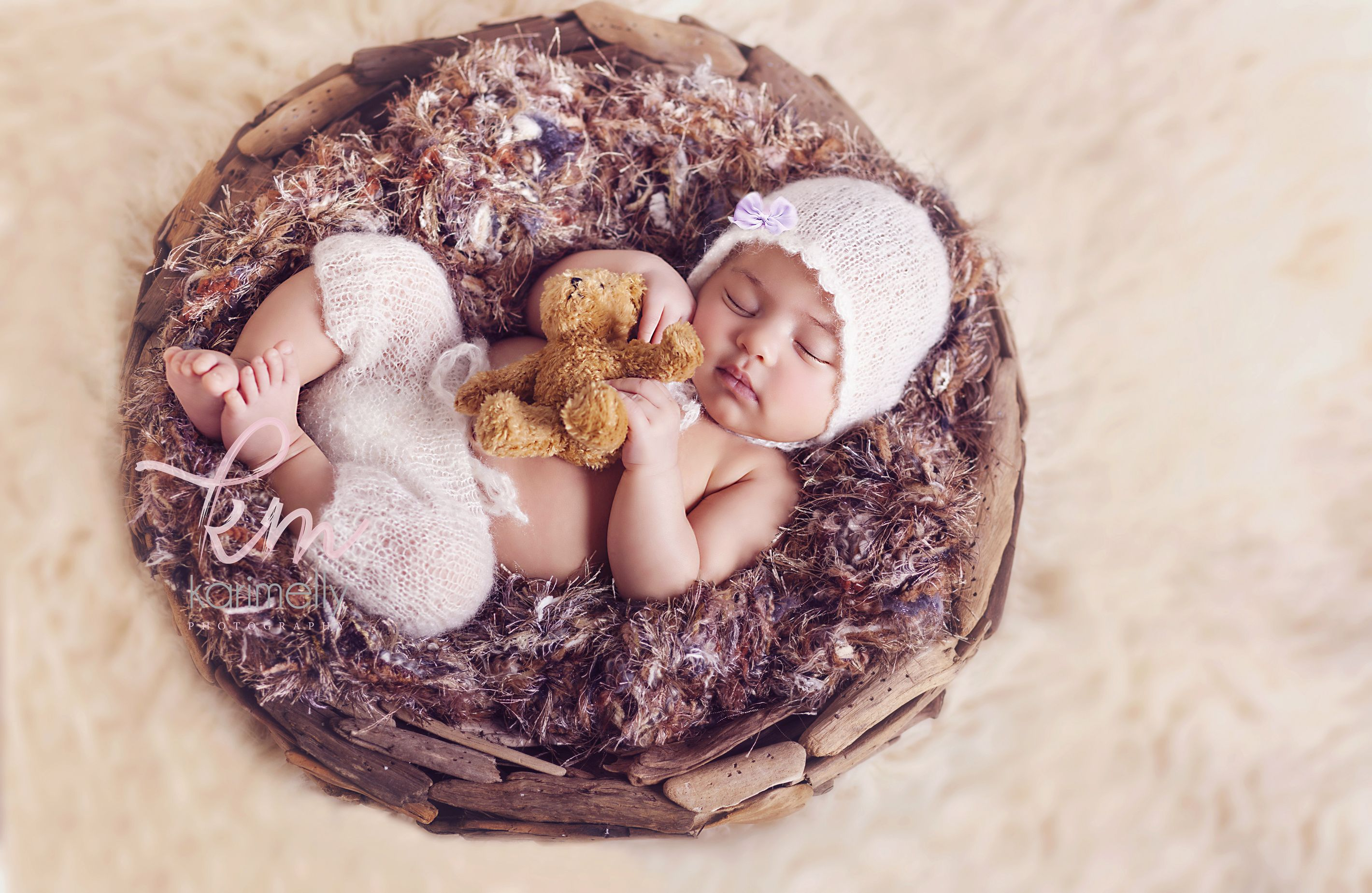Newborn photography,teddy,wooden bowl,newborn baby girl