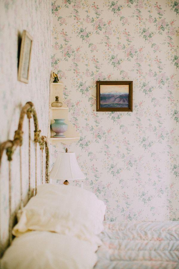 soft blue floral wallpaper nostalgia wallpaper inspiration casas rh pinterest es