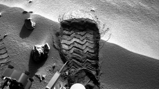 Wheel scuff mark made by Curiosity to expose fresh soil for collection (Image: NASA/JPL-Ca...