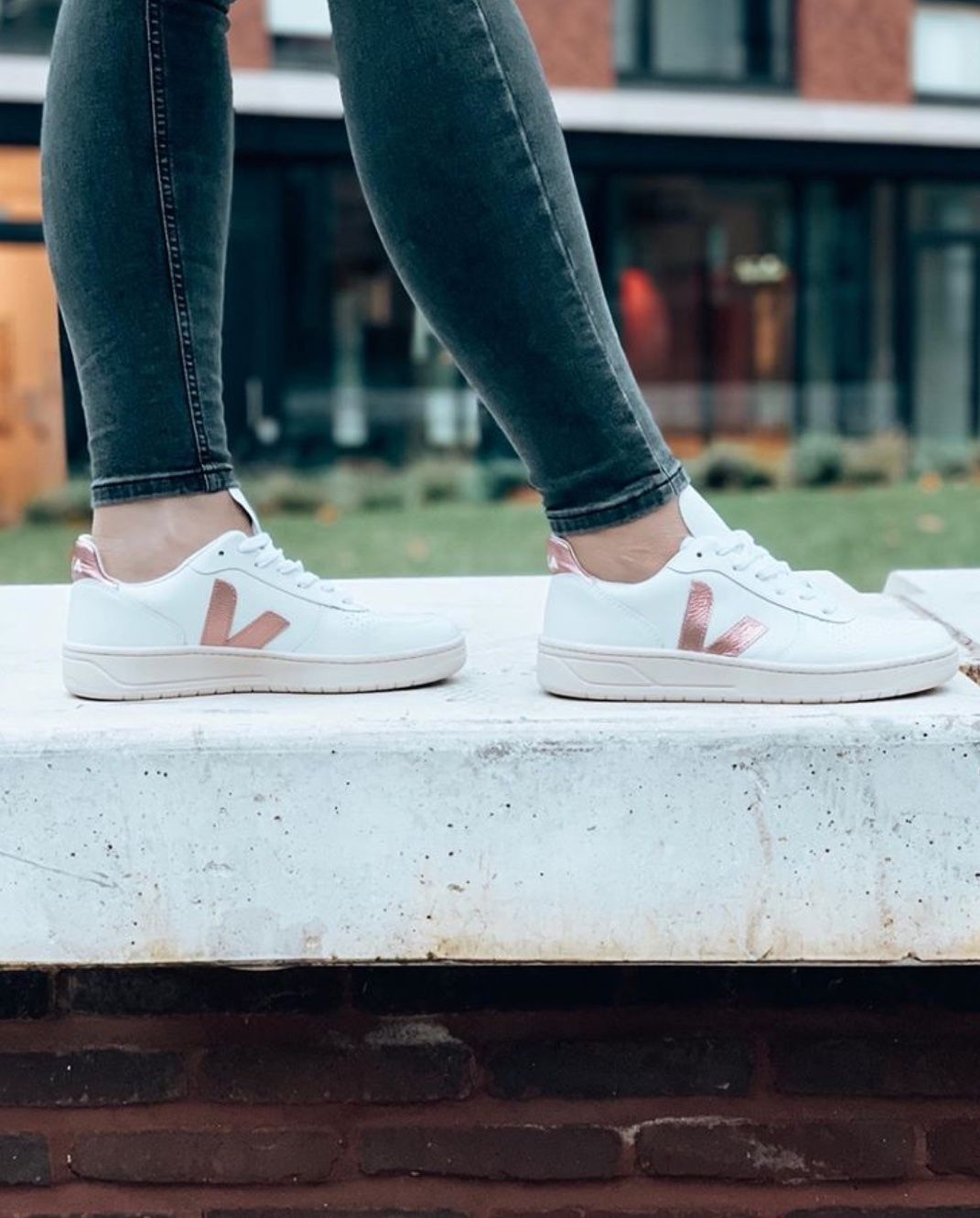 Veja V10 Leather Trainers in 2020