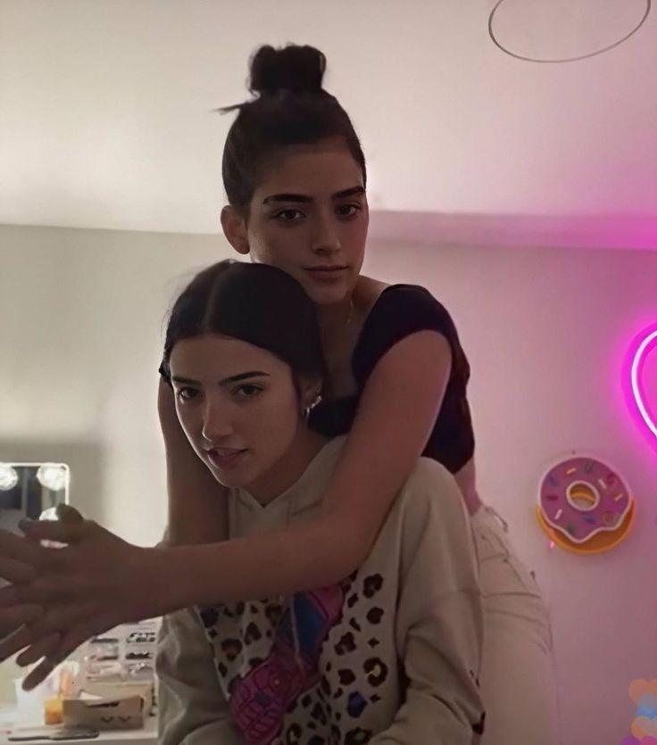 Dixie & Charli DAmelio 5/14/20 Instagram live - YouTube