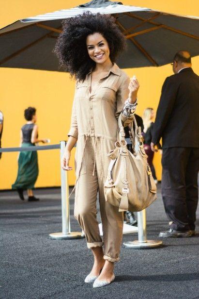a4a097fed Carolina veste macacão Hering e sapatilha Melissa  StreetStyle  SPFW ...