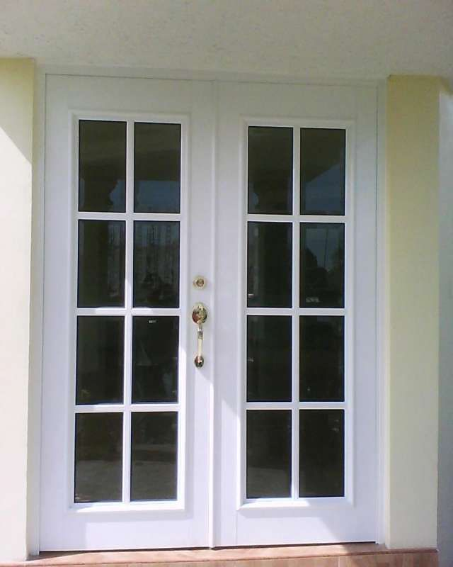 Fotos de puertas y ventanas de aluminio puertas templadas for Puerta de aluminio