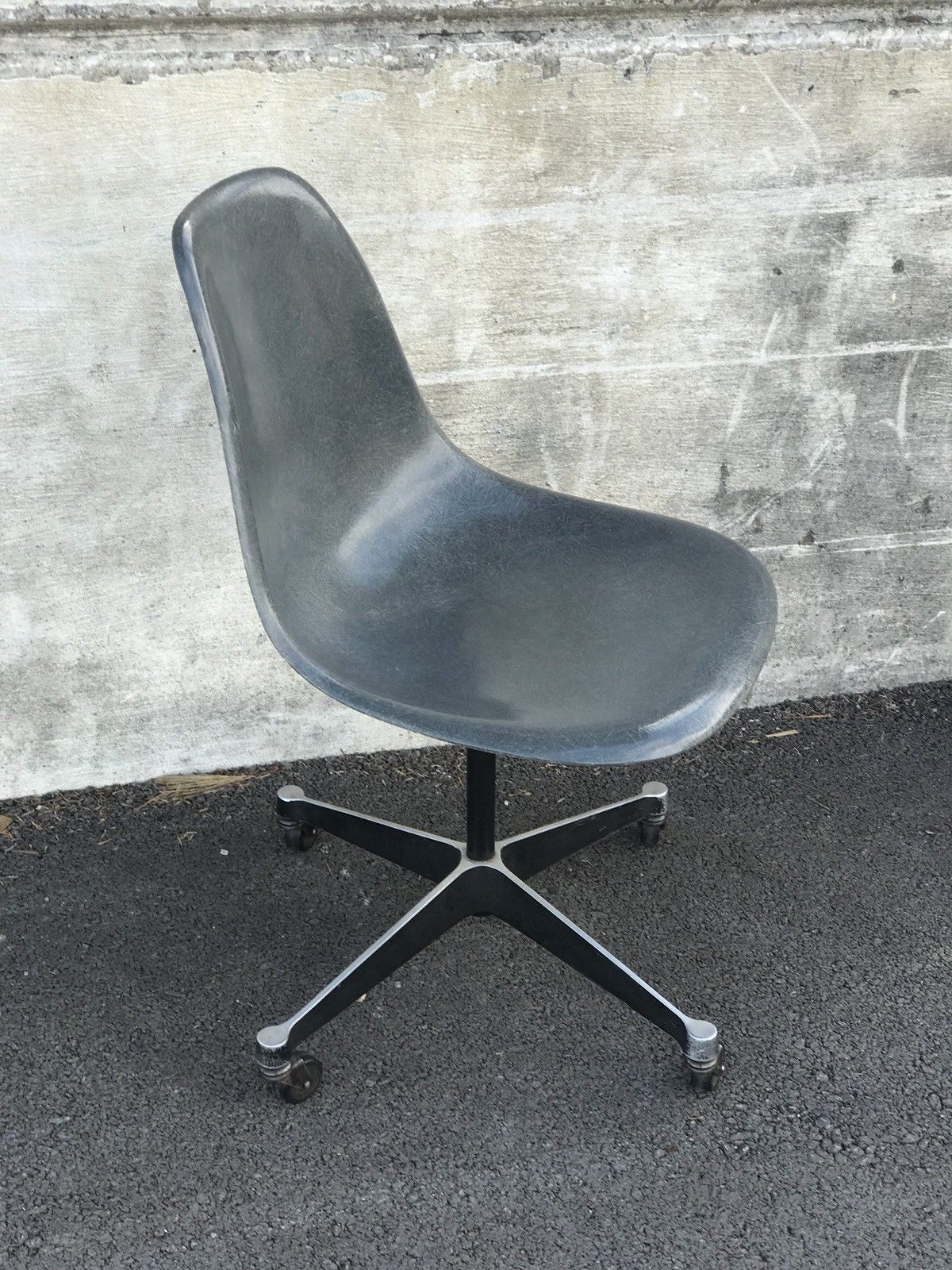 Herman Miller Shell Chair Vintage Eames Seal Grey Herman Miller Eames Shell Chair With
