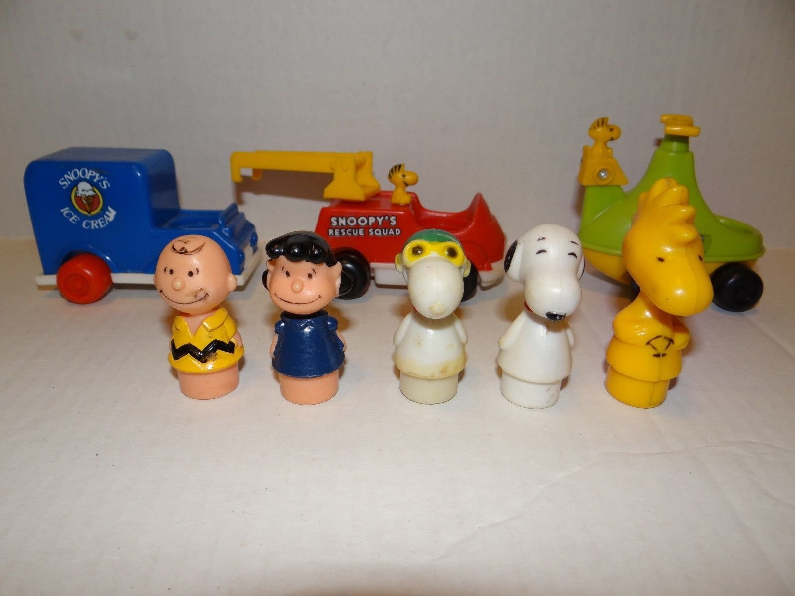vintage snoopy charlie brown peanuts gang lot figures fisher price little people ebay snoopy. Black Bedroom Furniture Sets. Home Design Ideas