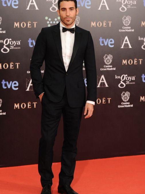Un elegante Miguel Ángel Silvestre. Alfombra roja Premios Goya 2014 (Spain)