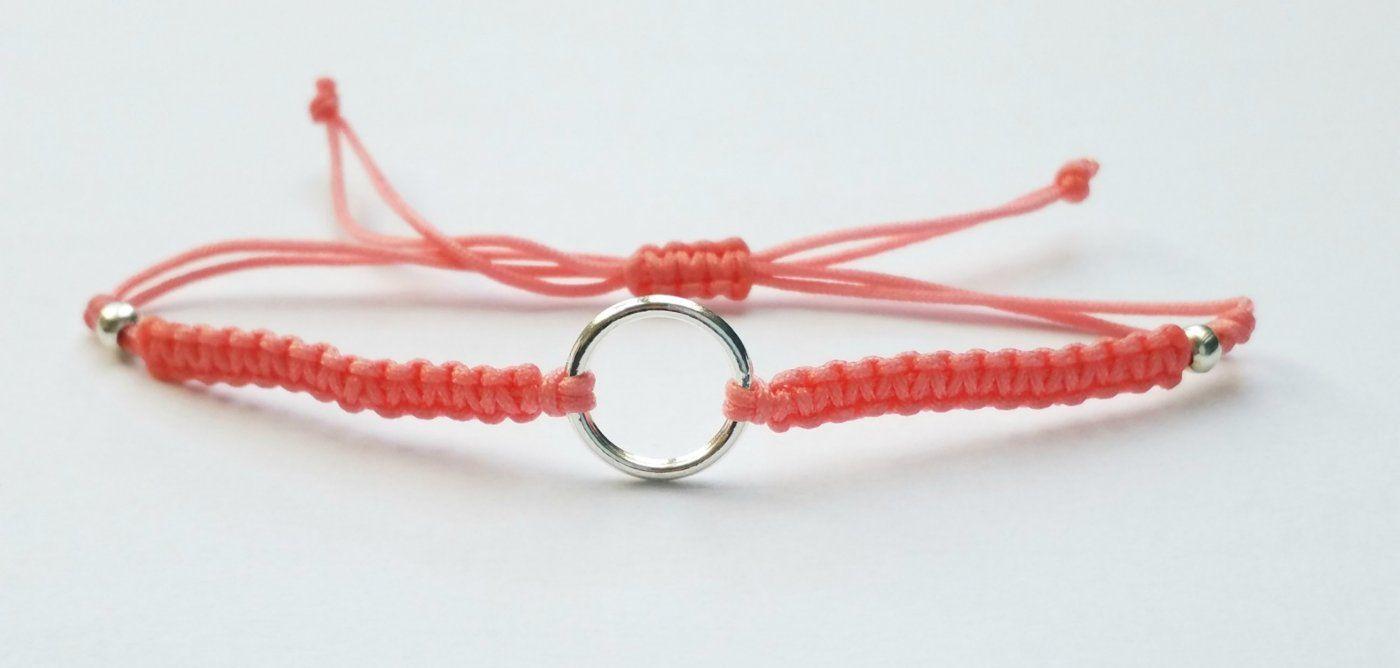 wunderschönes lachsfarbenes Makrameearmband Armband Bändchen mit silberfarbenem Ring | Mädchenflohmarkt