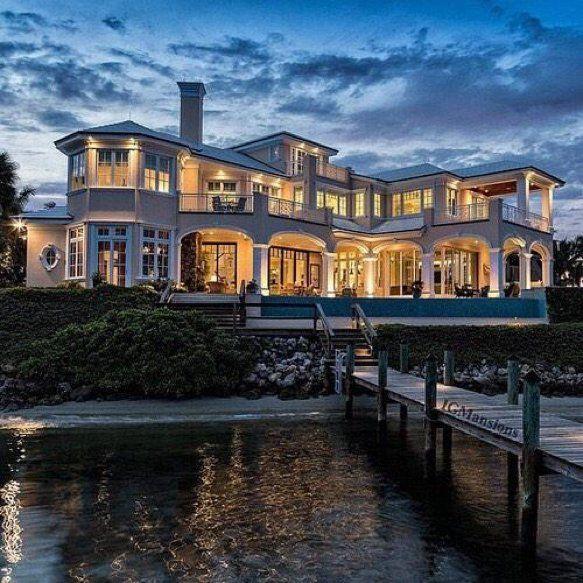 Luxury Lake Houses: Architecture & Interior