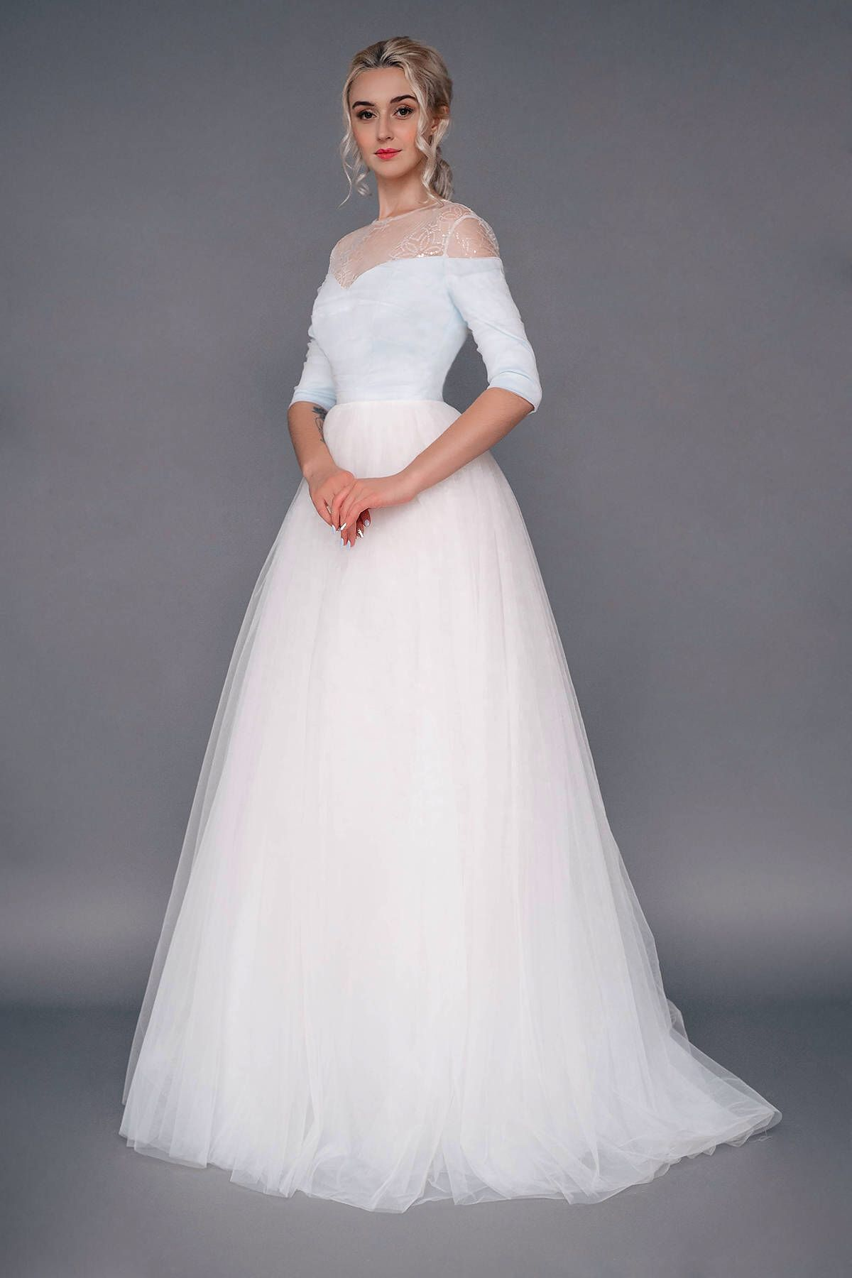 Sample sale us white and blue tulle wedding dress
