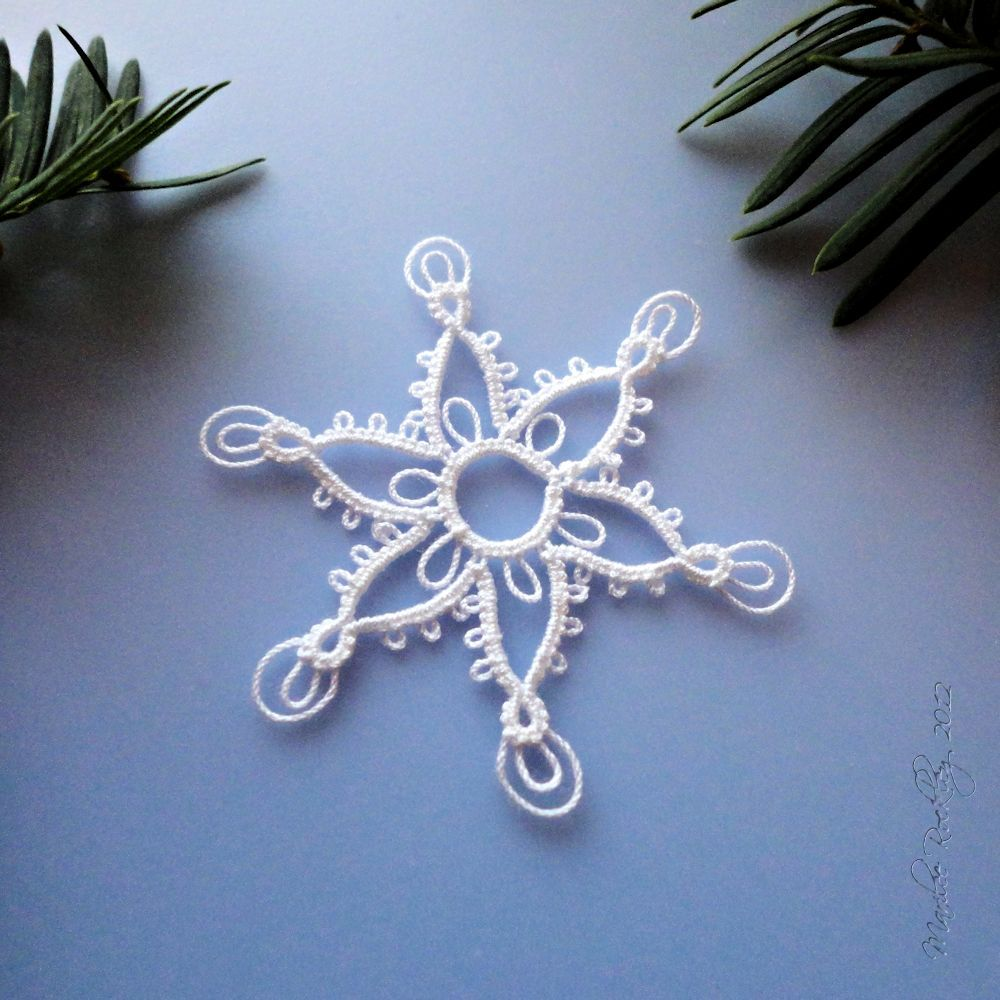 Yarnplayer's Tatting Blog: Pointed snowflake with double picots