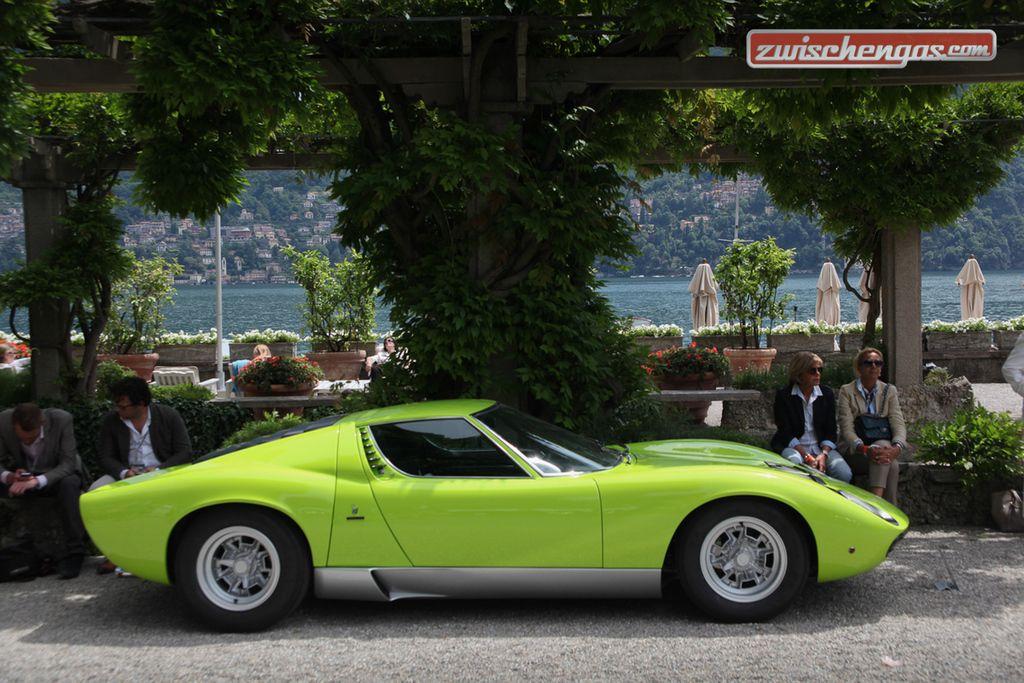 Der Lamborghini Miura P 400 SV von 1971 am Concorso d'Eleganza Villa d'Este 2015 in der Klasse H 'How fast is fast enough': http://www.zwischengas.com/de/VC/veranstaltungsberichte/Concorso-d-Eleganza-Villa-d-Este-2015-skurrile-rasante-und-betoerende-Schoenheiten.html?utm_content=buffer457cf&utm_medium=social&utm_source=pinterest.com&utm_campaign=buffer  Foto © Bruno von Rotz