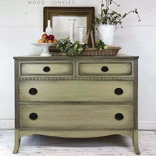 trying to figure out what to pair black chalk paint wax with look no rh pinterest com