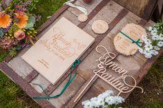 Feine Papeterie und Einladungskarten aus Holz von Mannikus Made | Hochzeitsblog - The Little Wedding Corner