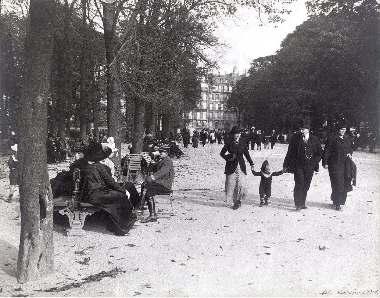 Balade au jardin du luxembourg en 1914 une photo de for Au jardin du luxembourg