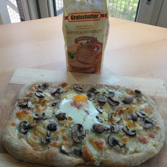 Mehrkornbrot Pizza Toppings:  - At Home Baking -