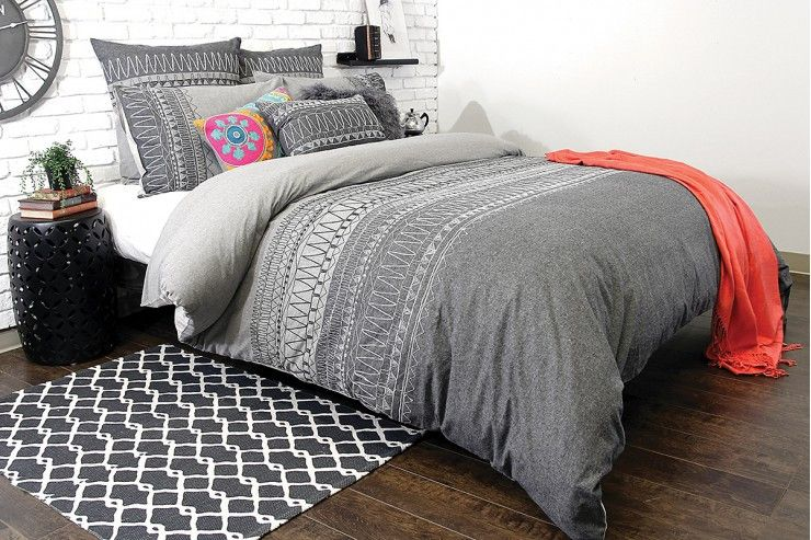 Trendy zemoraus arresting charcoal and white embroidery on - Housse de couette glamour ...