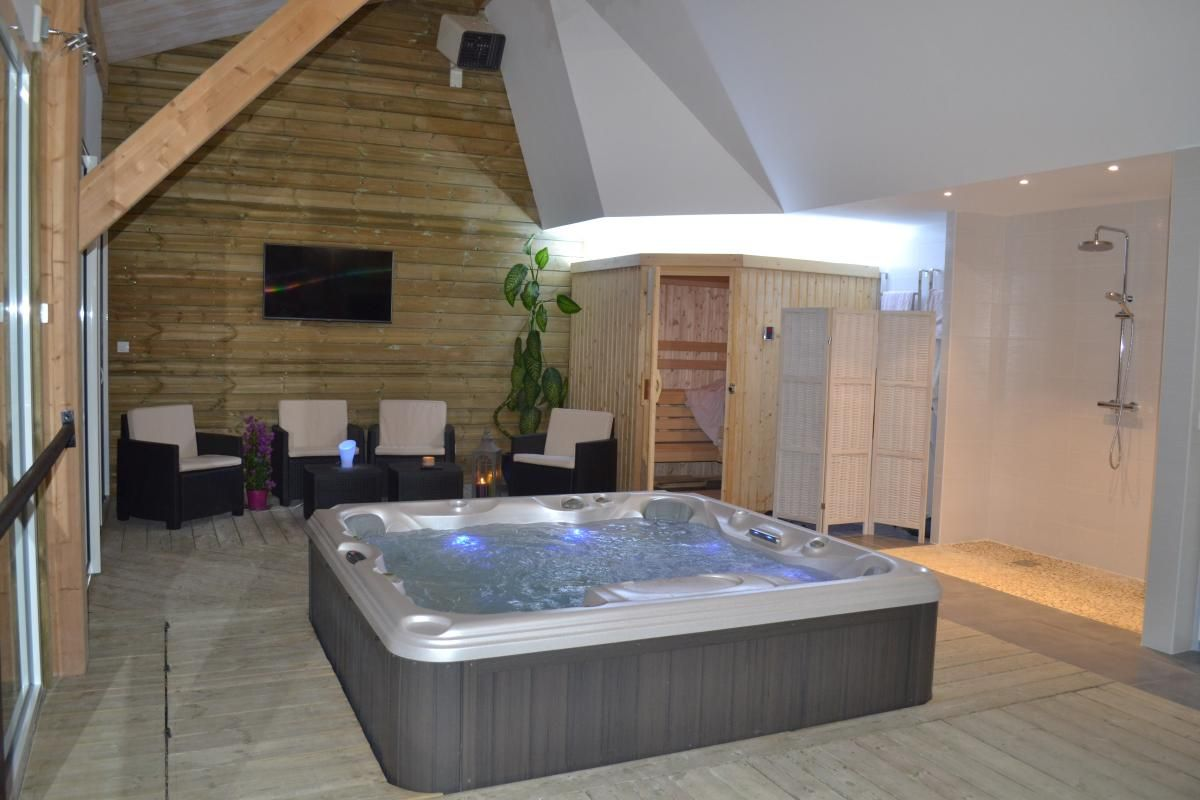 Am nagement pi ce jacuzzi recherche google spa for Salon amenagement interieur
