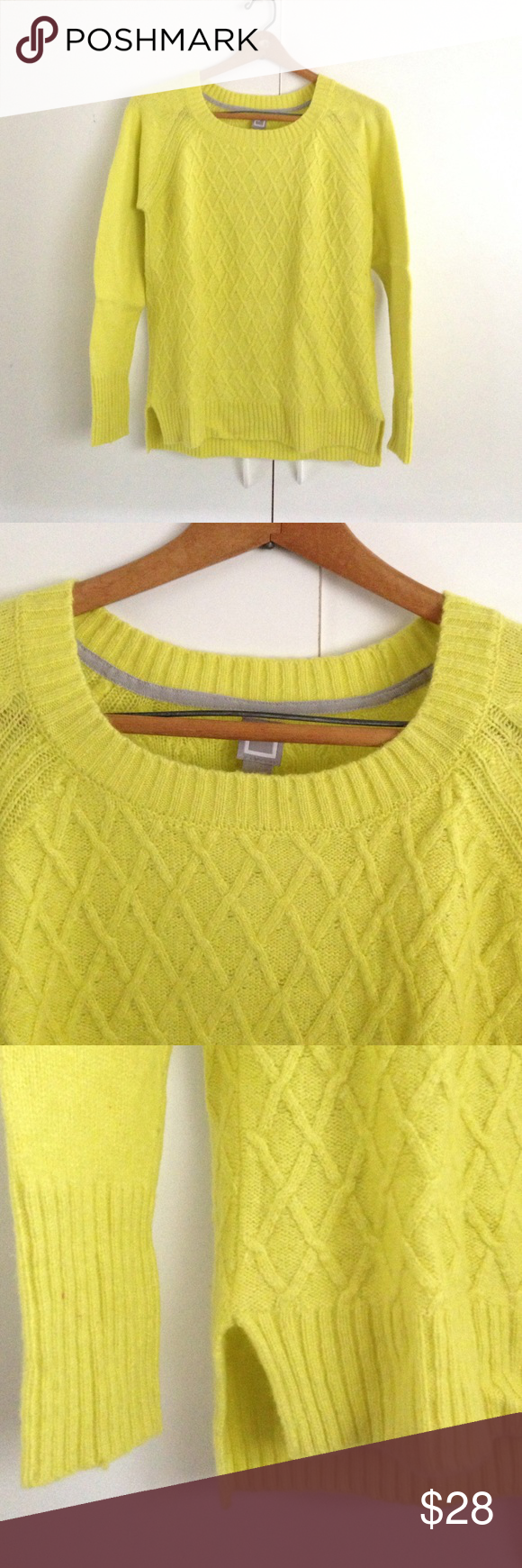 On trend Yellow green sweater | Scoop neck and Customer support