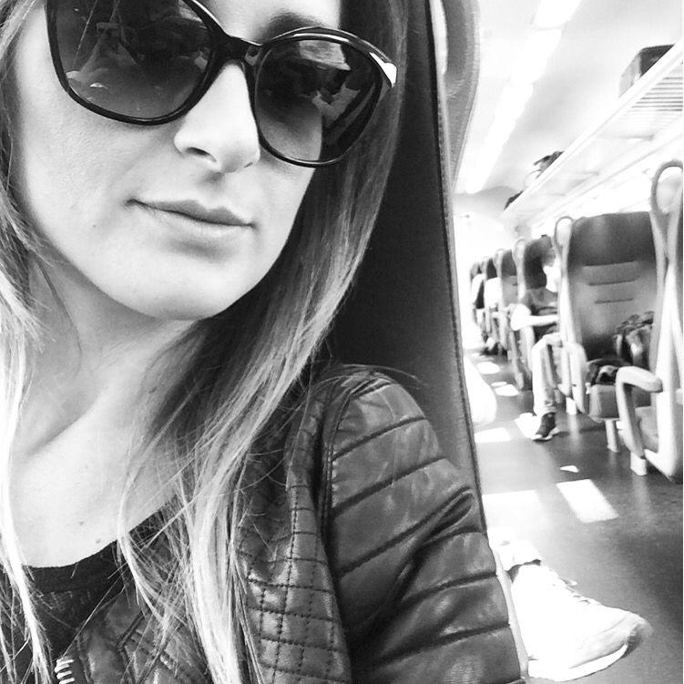 In viaggio per un weekend a Torino.. #noncisifermamai #viverelavita #bestmomentsever #bestmoment #treno #viaggiare #mylife #lookoftoday #details #weekend #torino #forzajuve #juventus #trenitalia #frecciarossa #ferroviedellostato #startweek #goodsaturday #goodweekend #vivere #life #goodday #holiday #outfit #detailslook #detailsoutfit #ootd