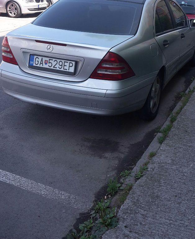Toto auto Mercedes C trieda   Mercedes-Benz  180 Kompressor Avantgarde je celkom zaujímavé