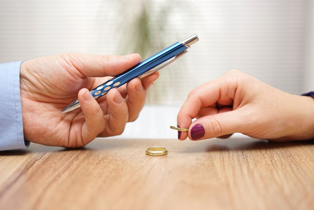 how to get a divorce lawyer with no money