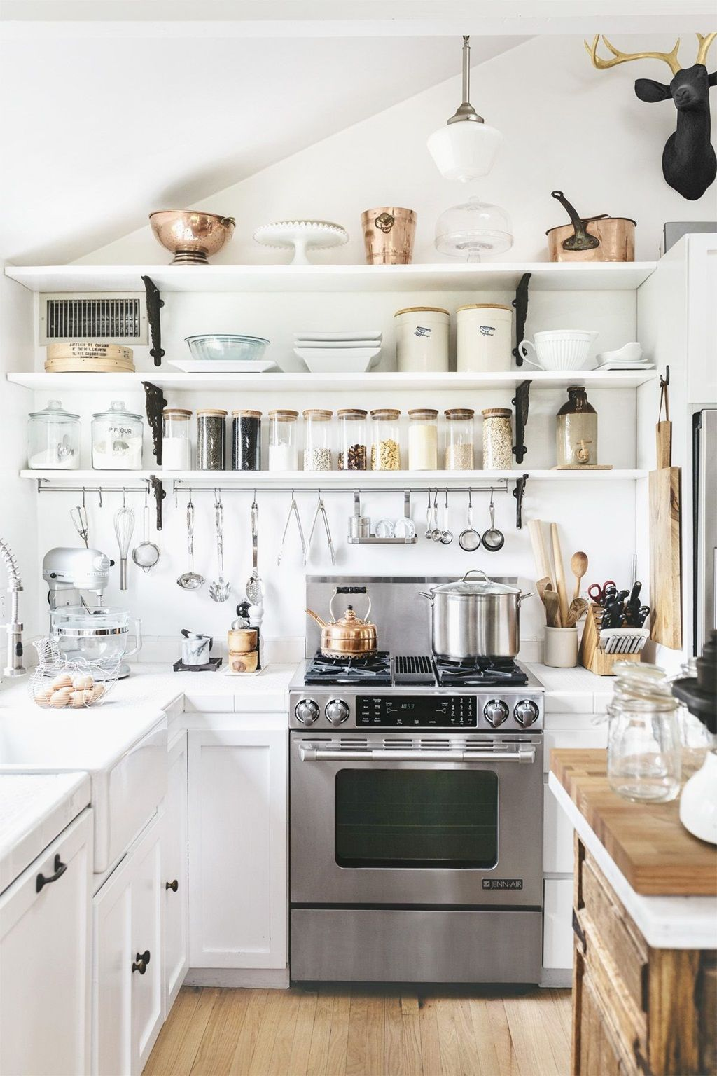 cottage style kitchen a welcoming atmosphere to gather happily rh pinterest ca