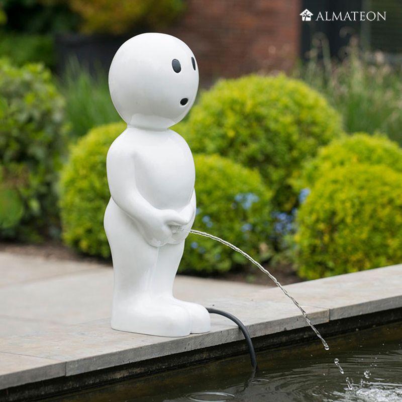 Un Manneken Pis Moderne Dans Votre Jardin Nouveau Dans La Gamme
