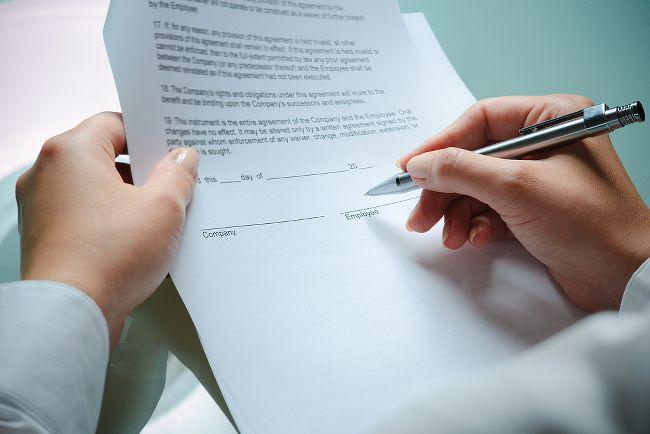Bevor Sie Ihren Arbeitsvertrag Unterschreiben Sollten Sie Ihn Genau