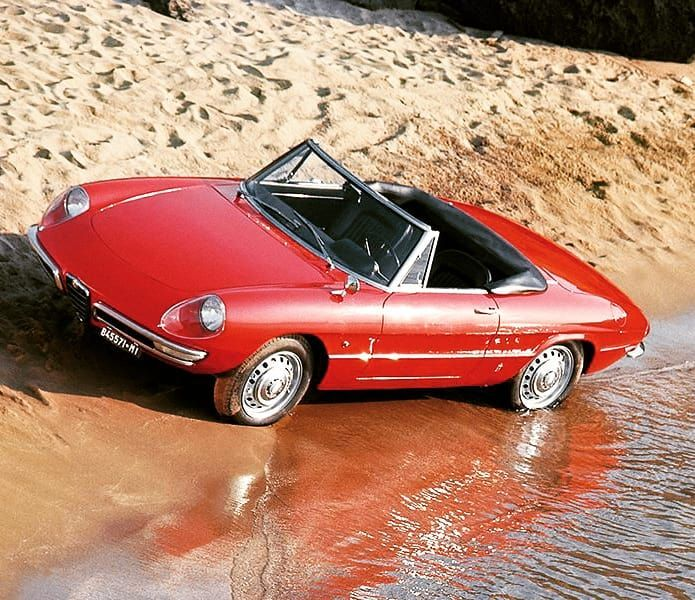 Alfa Romeo Duetto Spider Osso di Seppia... (With images