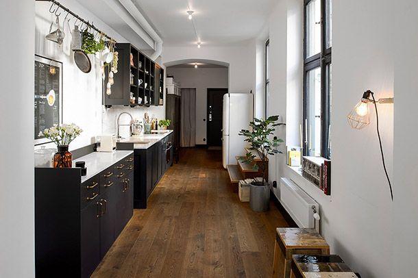 Zwart Wit Appartement : Sfeervol appartement in zwart wit en houttinten in stockholm