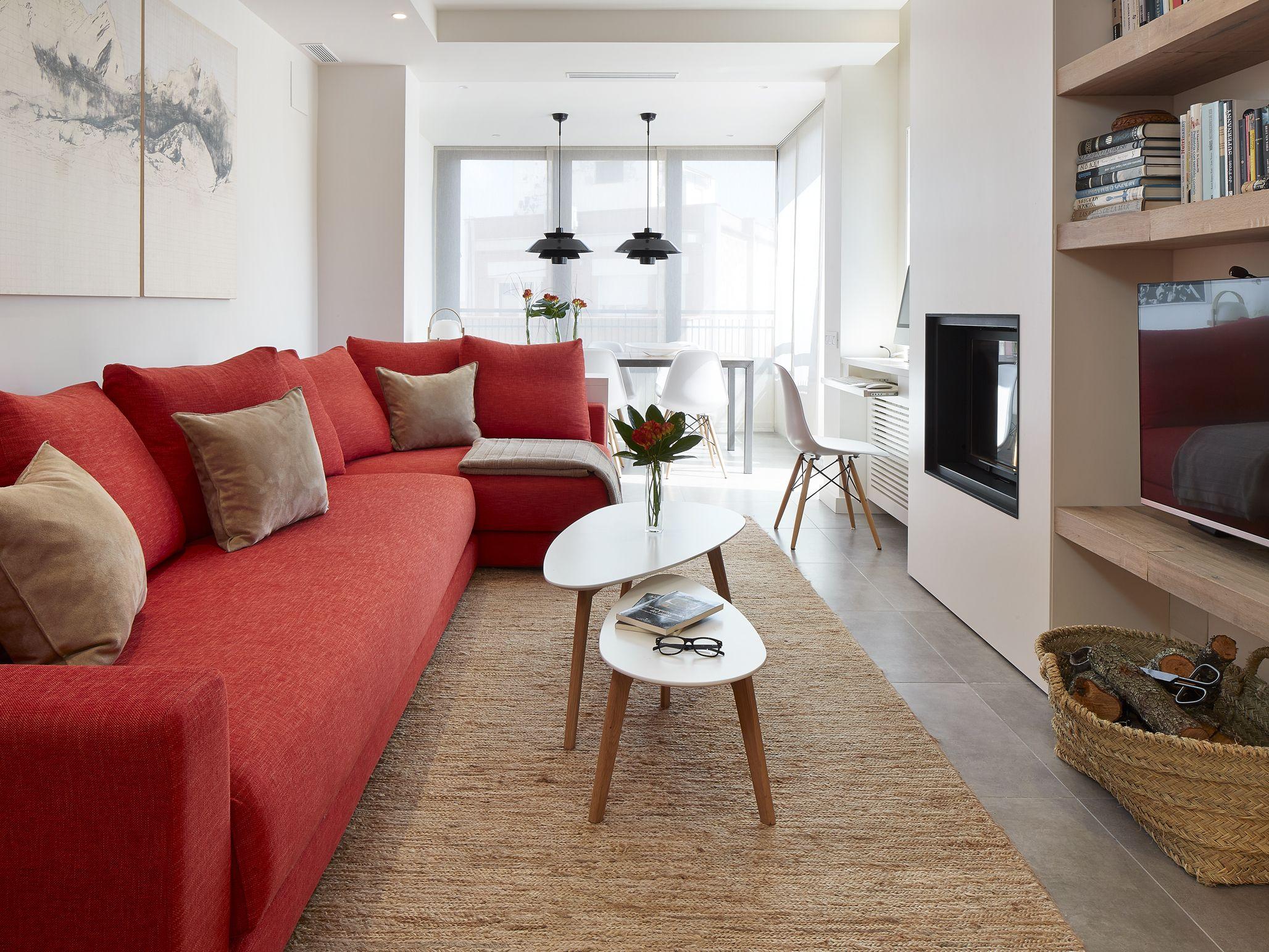 Molins interiors arquitectura interior interiorismo - Salon con sofa rojo ...