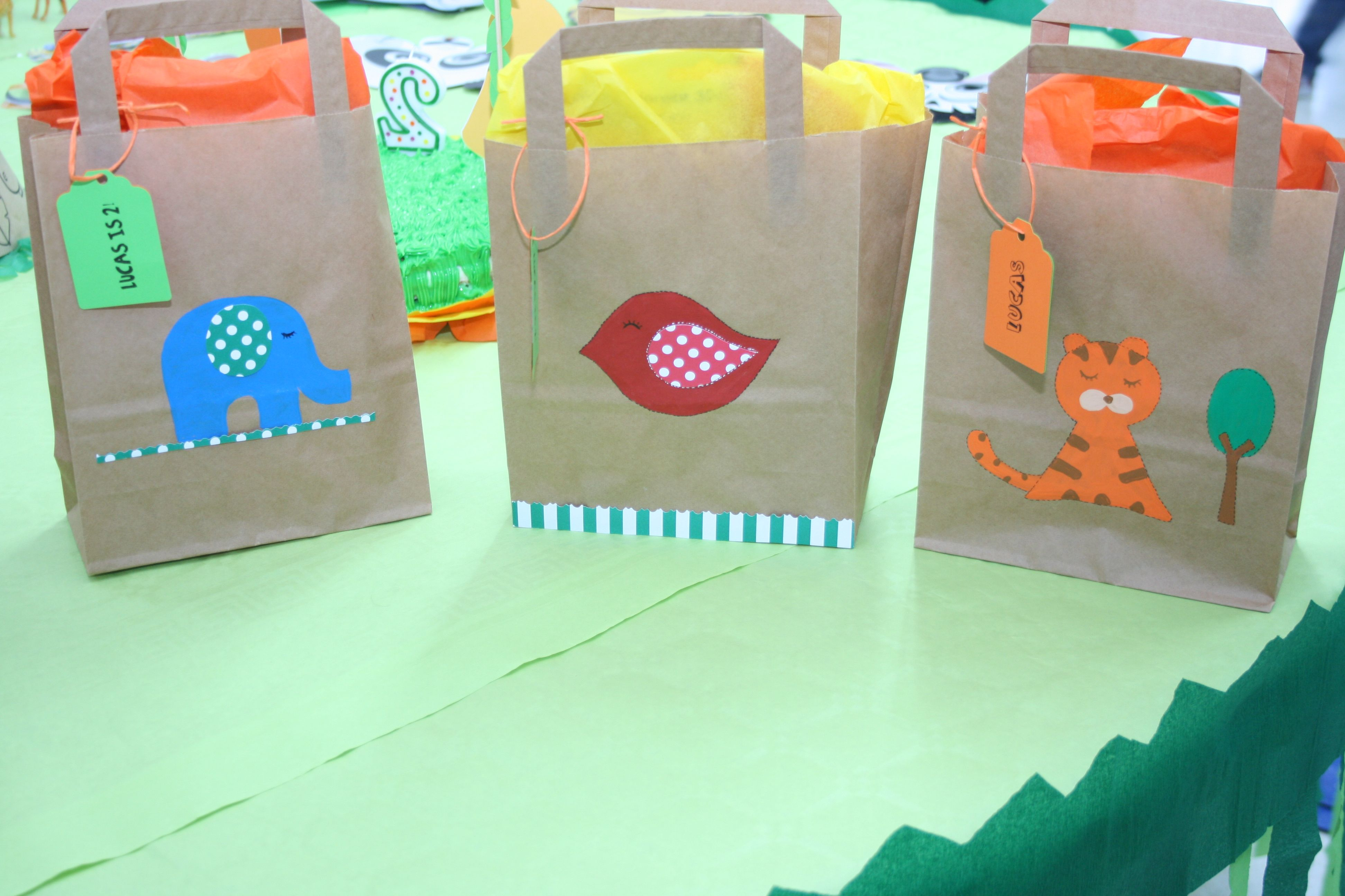 Bolsas de regalo para los invitados del cumplea os con el - Regalos invitados cumpleanos infantiles ...