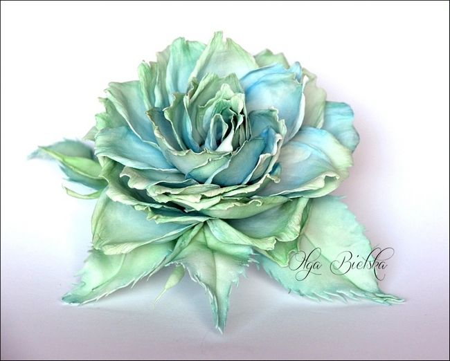 Witajcie Dzis Chce Wam Pokazac Calkiem Spory Kwiat Ktory Wykonalam Tym Razem Z Foamiranu Jedwabnego Moja Roz Foam Flowers Flowers Paper Flowers
