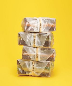 Use rubber bands to label sandwiches to make morning lunch packing a breeze.