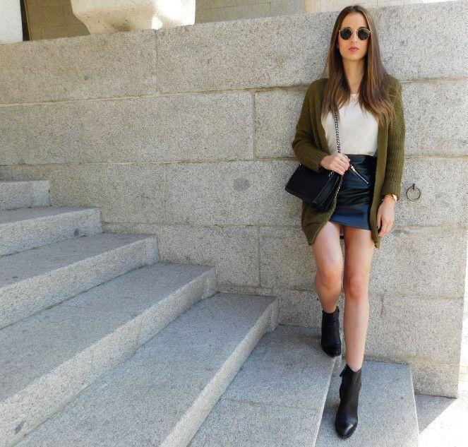 Mini Fitted Leather Skirt / Minifalda de Cuero Ajustada