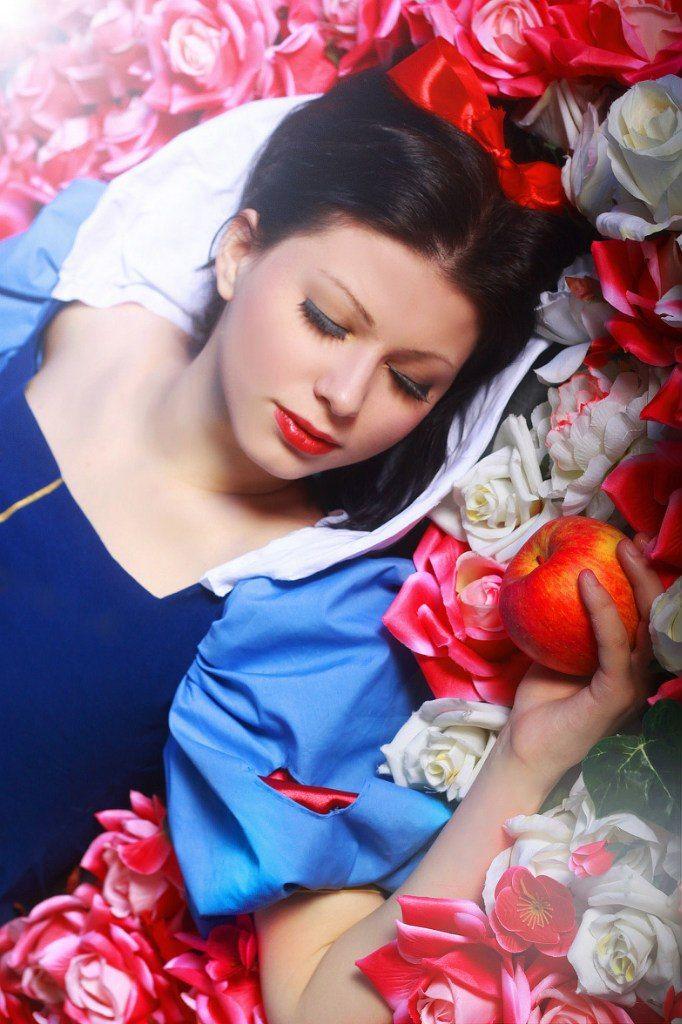Sleep sugar. by tanomelkor.deviantart.com on @deviantART - Snow White cosplay