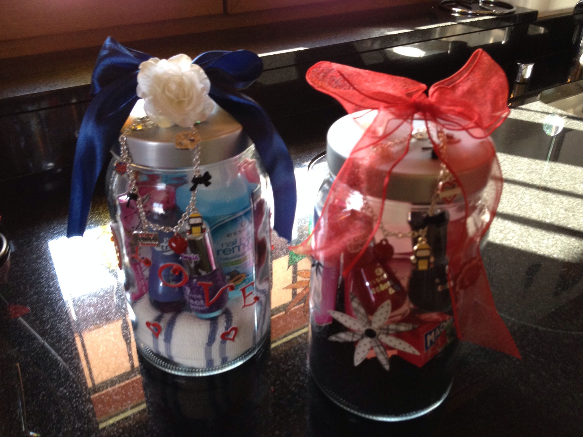 I made this two jars as birthday present for two friends of my daughter!!!